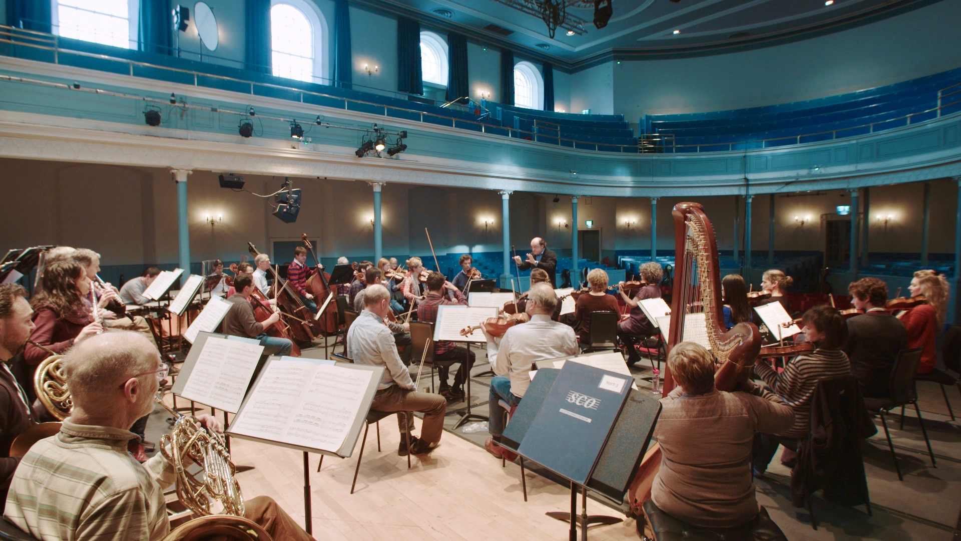 Francois Leleux conducting at Scottish Chamber Orchestra practice